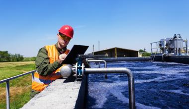 Worker-inspecting-valve-497975685_2122x1415